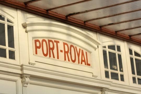 L'entrée de la station de RER de Port-Royal