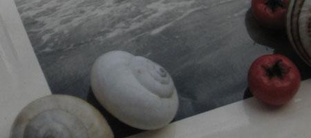 La mer, le sable, le noir et le blanc