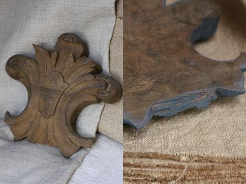 Fleur de Lys en bois trouvée en brocante