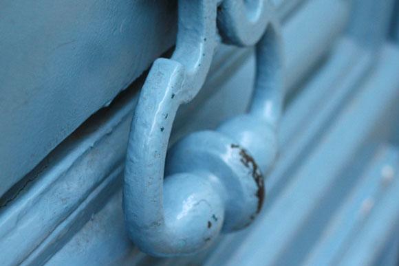 Poignée de porte bleue
