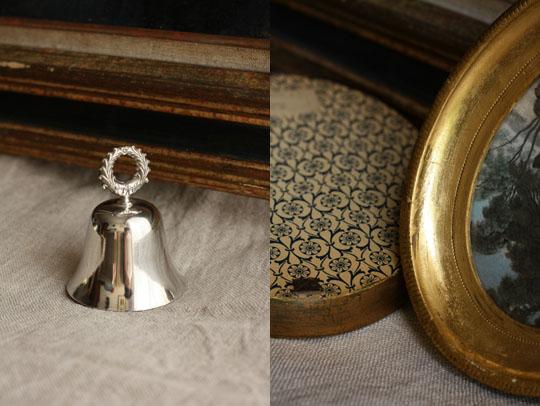 Petite cloche en métal argenté