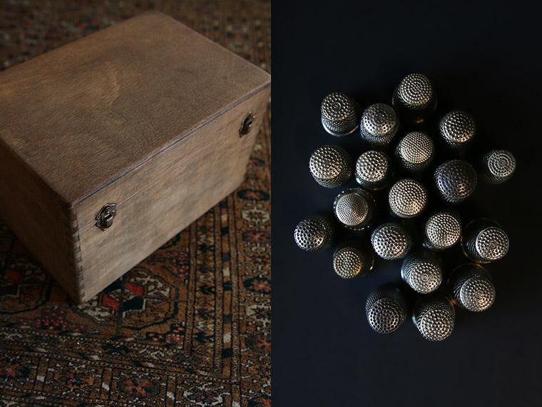 Boîte à couture en bois achetée aux puces de Montreuil.
