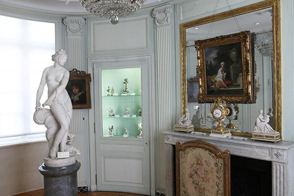 Le cabinet des porcelaines