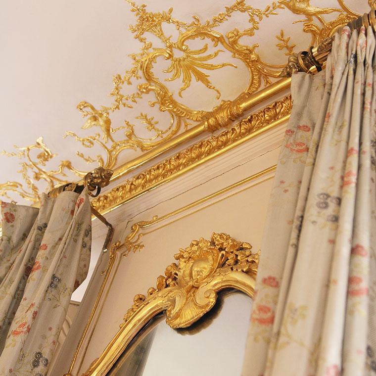 Le plafond du salon doré au musée Lambinet