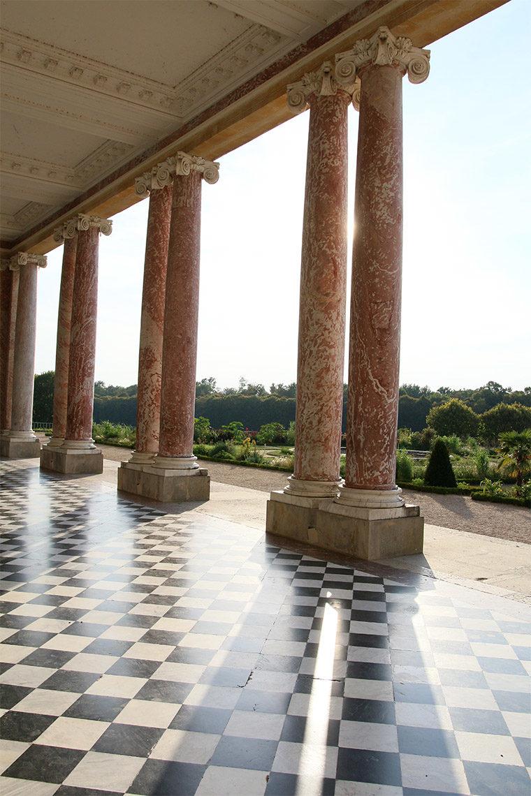 Colonnes de marbre du Péristyle