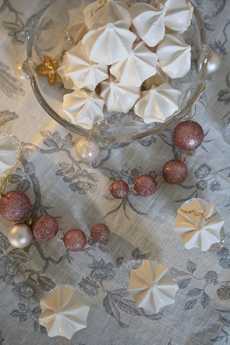 Meringues et guirlandes de Noël