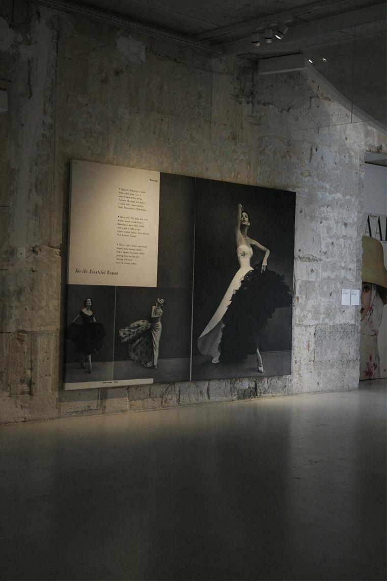 Exposition Harper's Bazaar, premier manifeste de mode