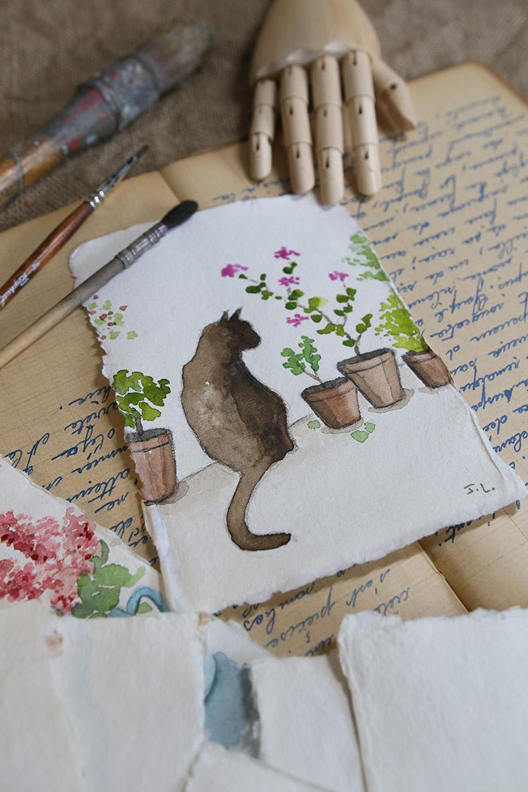 Chat à l'aquarelle assis entre des pots de fleurs