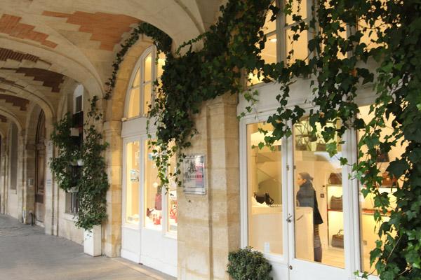 Jolie boutique Place des Vosges