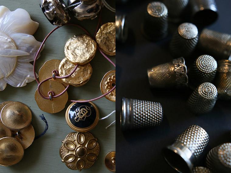 Beaux boutons dorés et dés à coudre