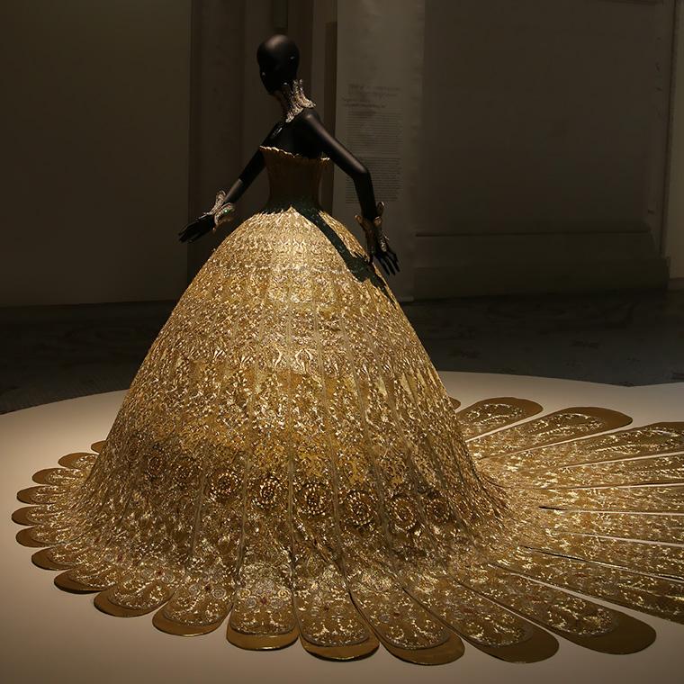 Robe de soirée Magnificient gold, de Guo Pei