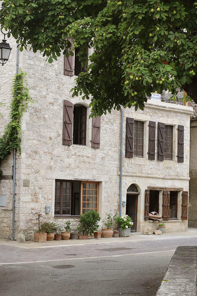 Maison de pierre en travaux à Lauzerte