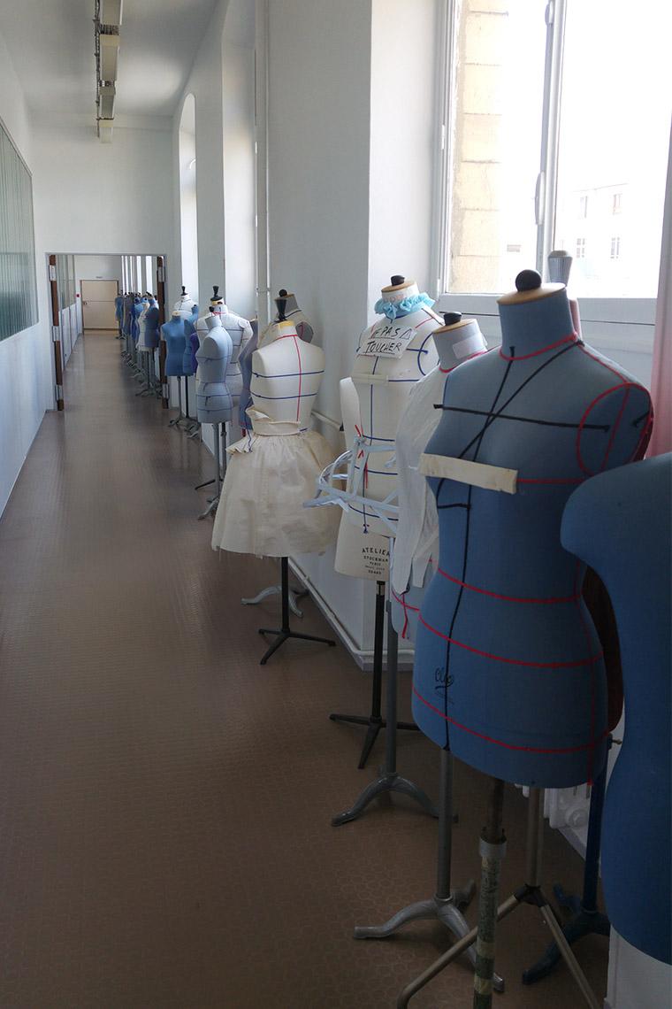 Mannequins de couture au lycée Paul Poirée