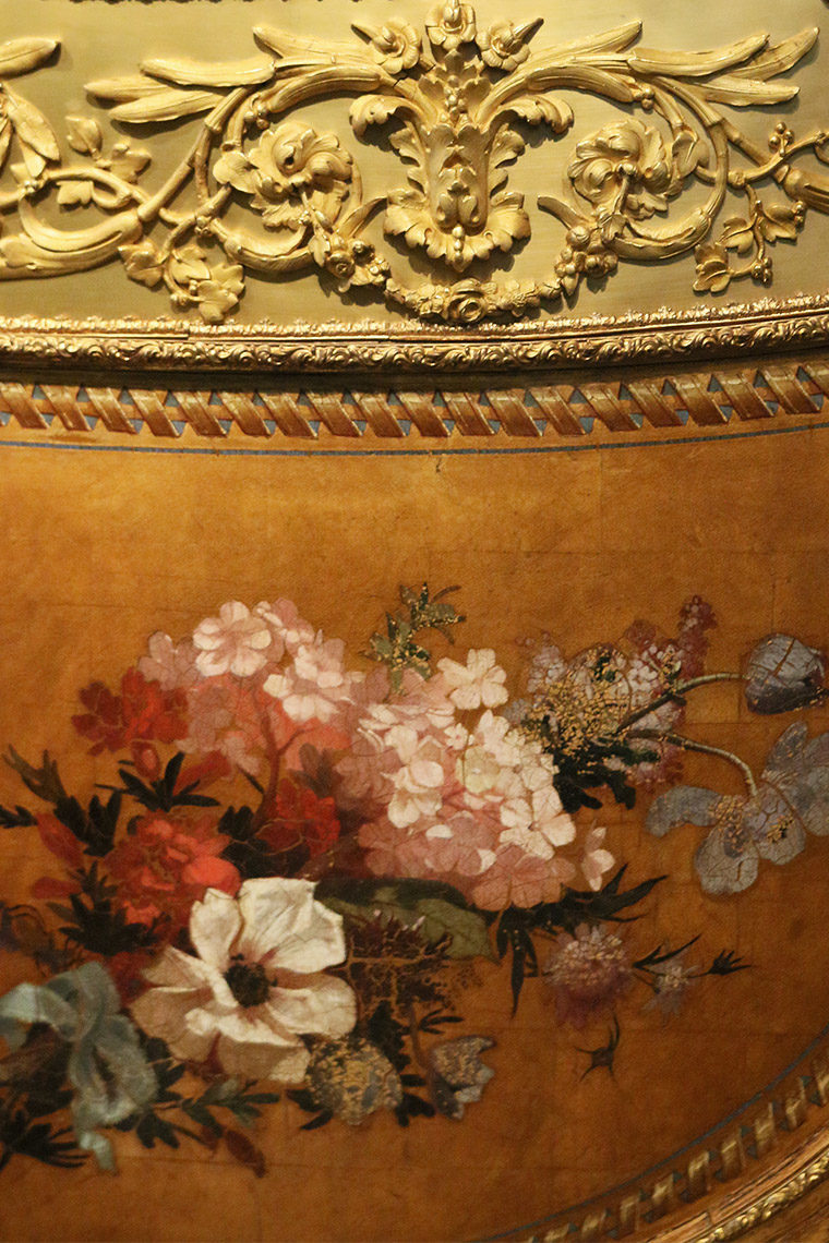Peinture florale sur la Berline du duc de Bordeaux