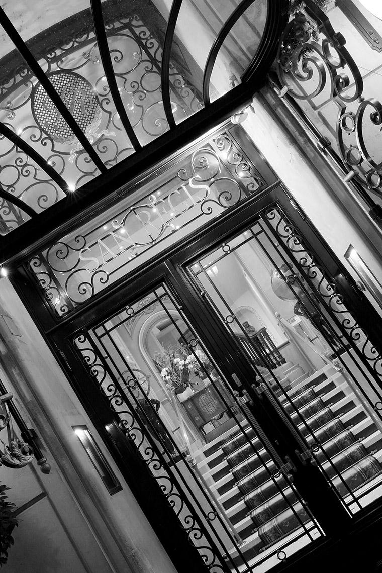 Entrée de l'hôtel San Régis