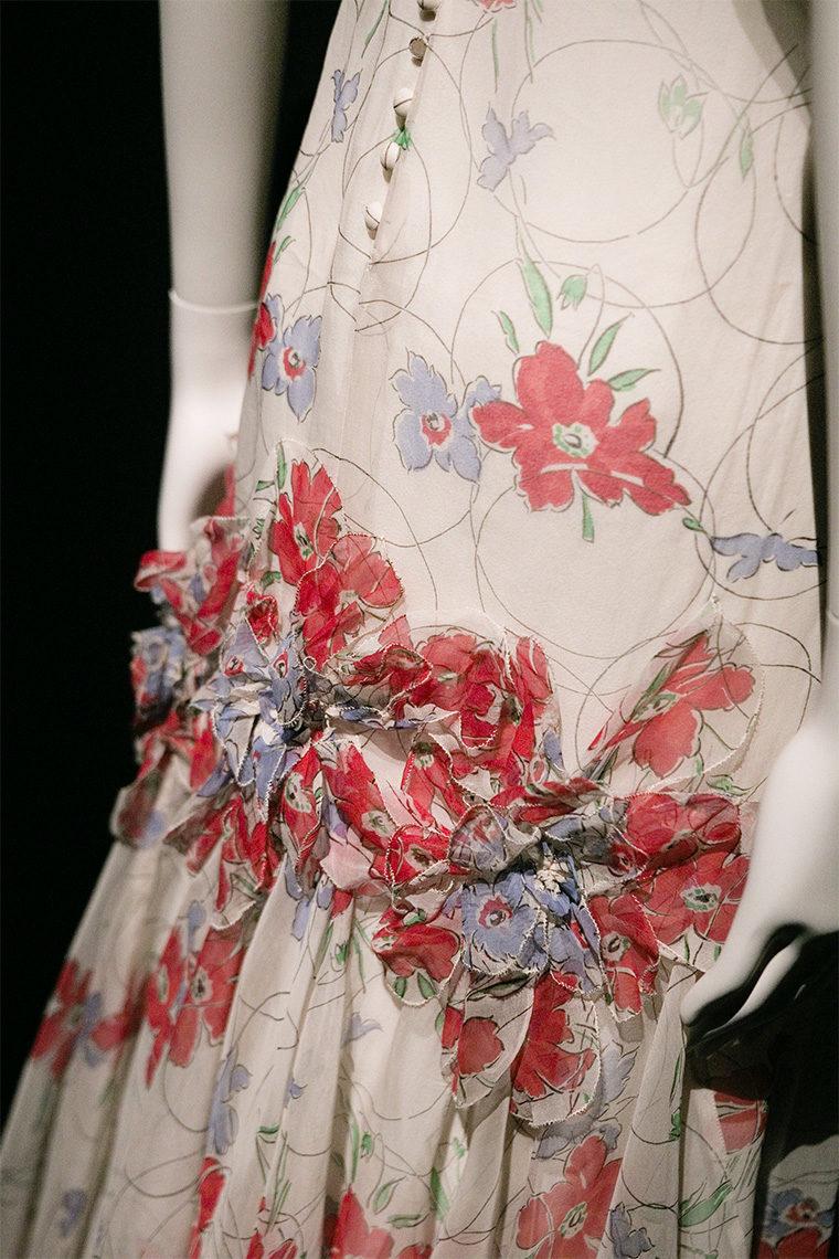 Robe en organza de soie Chanel à imprimé multicolore de 1935