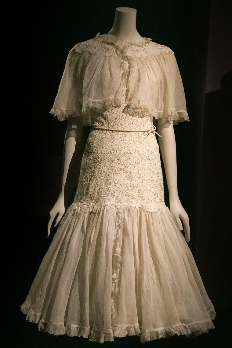 Robe Chanel en organdi de coton et broderie anglaise datant de 1962