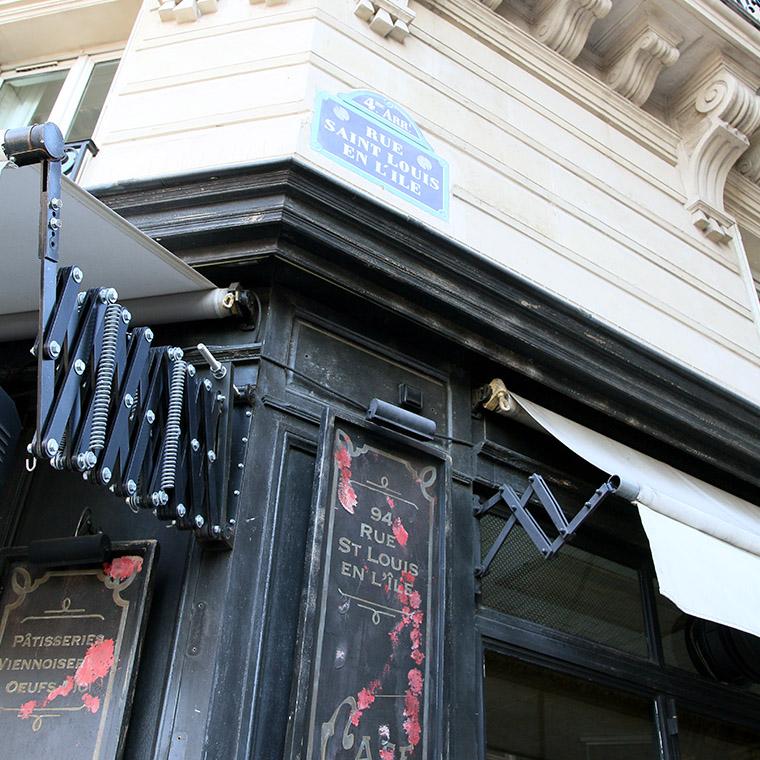 Café fermé rue Saint Louis en L'ïle