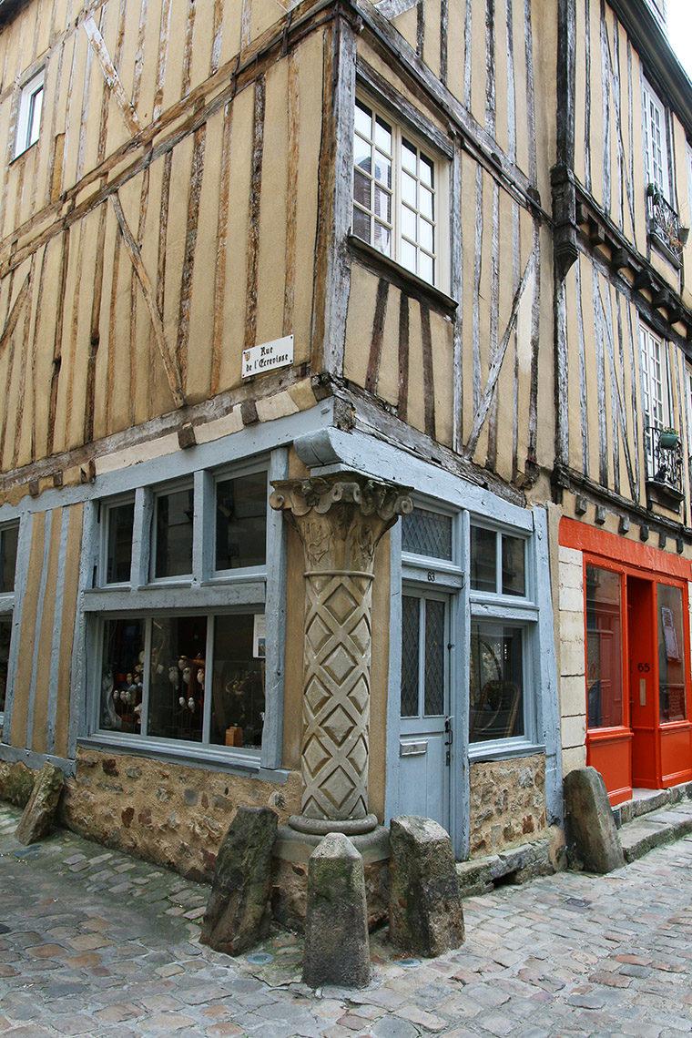 Rue de l'Écrevisse dans la Cité plantagenêt