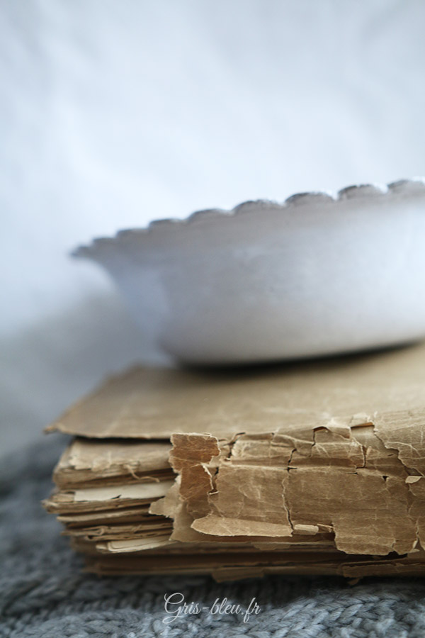 Plat blanc en céramique